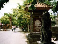 Eingang zum Tempel Tannah Lot auf Bali